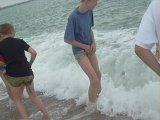 Рыжий боица выронить свои яички в море=)))xD